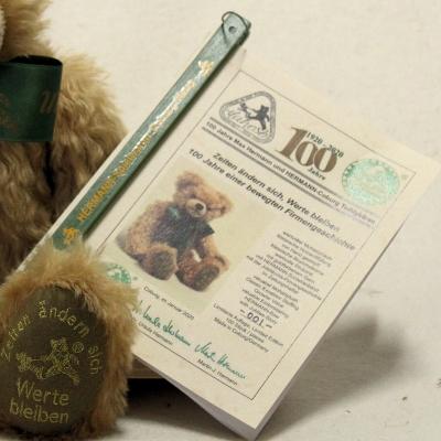 1920 - 2020 Jubiläumsbär 100 Jahre einer bewegten Firmengeschichte 38 cm Teddybär von Hermann-Coburg