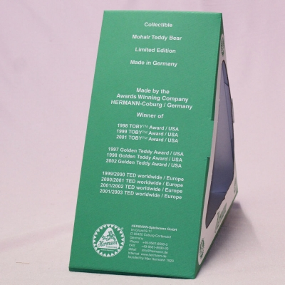 Der Bär im grünen Dreieck (Mohairfarbe klassik-gold) 34 cm Teddy Bear