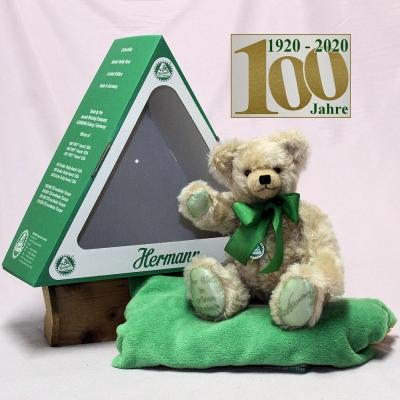 Der Bär im grünen Dreieck (Mohairfarbe hell-beige) 34 cm Teddy Bear