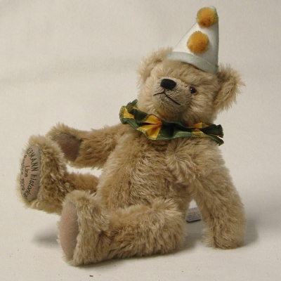 HERMANN historical Line – Replica 1929 Historical Clown Bear 36 cm Teddy Bear by Hermann-Coburg