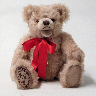 HERMANN historical Line – Replica 1960 Bear with open mouth 35 cm Mohair  Teddybär von Hermann-Coburg