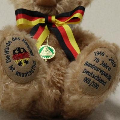 70 Jahre Bundesrepublik Deutschland 1949 - 2019 34 cm Teddy Bear by Hermann-Coburg