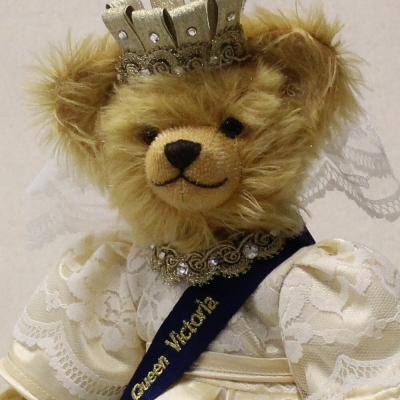 Queen Victoria Jubilee Edition 2019 35 cm Teddy Bear by Hermann-Coburg