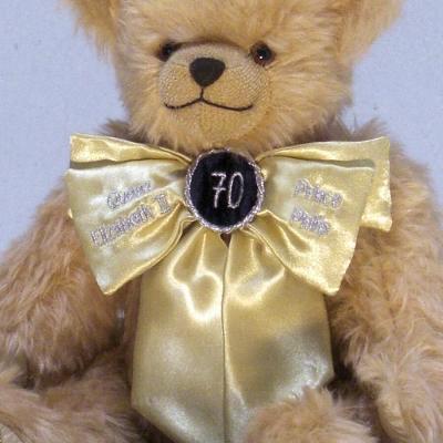 Queen Elizabeth II and Price Philips Royal Platinum Wedding Bear 35 cm Teddy Bear by Hermann-Coburg