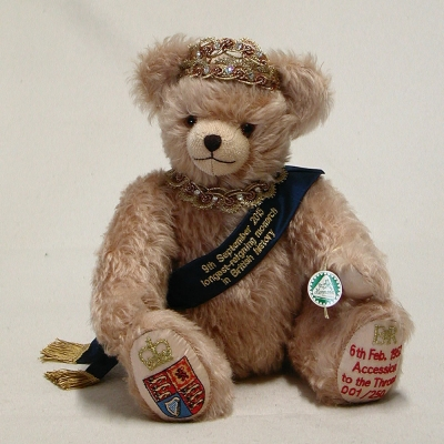 The Queen – longest reigning monarch Celebration Bear 36 cm Teddybär von Hermann-Coburg