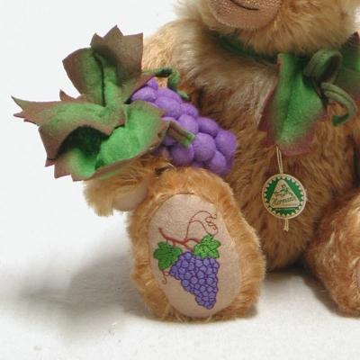 Weinbärchen Goldener Oktober 34 cmTeddy Bear by Hermann-Coburg