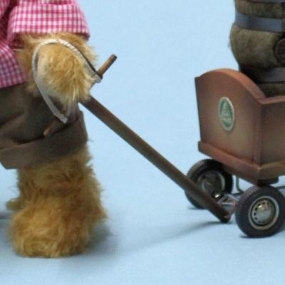 Vatertags-Ausflug mit Bollerwagen und Bierfass 34 cm Teddy Bear by Hermann-Coburg