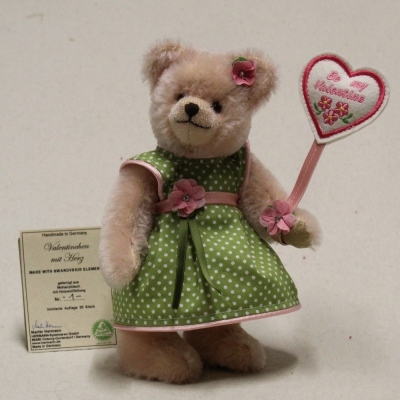 Valentinchen (Modell 2019) 23 cm Teddy Bear by Hermann-Coburg