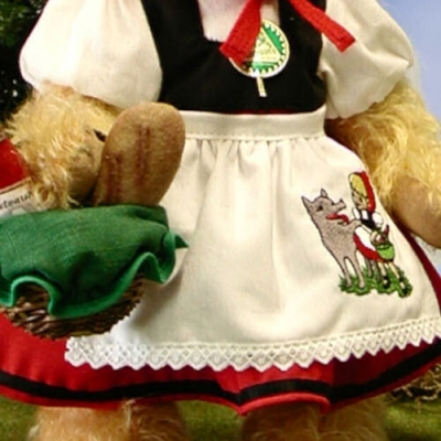 Rotkäppchen Teddy Bear by Hermann-Coburg