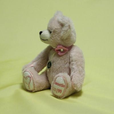 Sweetie – Valentine Bear 2015 Teddy Bear by Hermann-Coburg