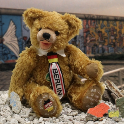 30 Jahre Fall der der Berliner Mauer 1989 - 2019 34 cm Teddybär von Hermann-Coburg