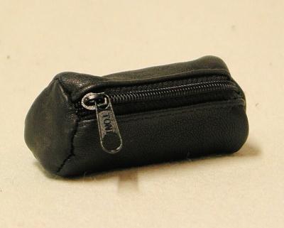 Ledertäschchen rund, schwarzklassisches Schlampertäschchen