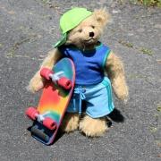 Skater Toni 32 cm Teddybär von Hermann-Coburg