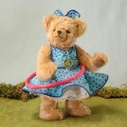 Hula Hoop Bär – blau 4. in der Reihe Sommerspiele 30 cm Teddy Bear
