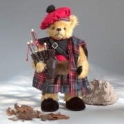 Bagpiper - Dudelsackspieler Teddybär von Hermann-Coburg