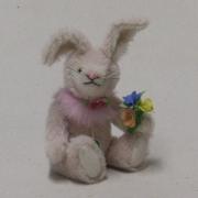 Ein kleiner Frühlingshase 19 cm Teddybär von Hermann-Coburg