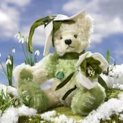 Schneeglöckchen - Snowdrop Teddybär von Hermann-Coburg