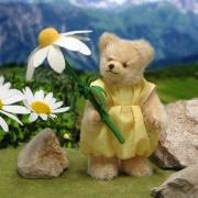 Kleines Blumenmädchen mit Margerite 23 cm Teddybär von Hermann-Coburg
