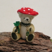 Little Lucky Charm – Lucky 14 cm Teddy Bear by Hermann-Coburg