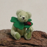 Little lucky Charm – Four-leaf Clover 14 cm Teddy Bear by Hermann-Coburg